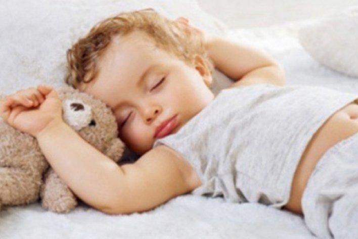 Trẻ Nhỏ Ngủ Phòng Máy Lạnh Có Tốt Không ?