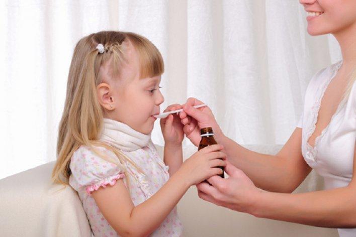 Bố Mẹ Đừng Tuỳ Tiện Cho Con Uống Siro Hạ Sốt Nữa