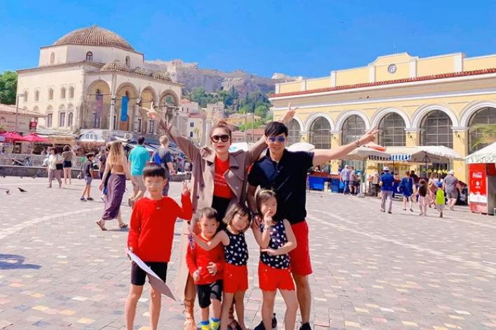 Kỳ nghỉ hè như mơ ở Santorini của gia đình Lý Hải - Minh Hà