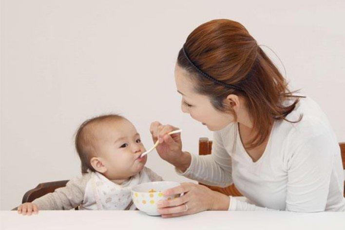 Hướng Dẫn Mẹ Cho Bé Ăn Dặm Đúng Cách