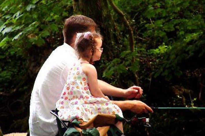 18 Điều Bố Mẹ Nên Dạy Con Gái Ở Trong Nhà
