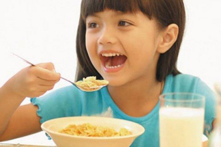 Sai Lầm Các Mẹ Hay Mắc Phải Khi Cho Con Ăn Sáng