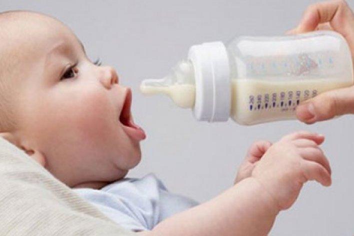 10 Sai Lầm Kinh Điển Của Mẹ Khi Pha Sữa Bột Cho Con