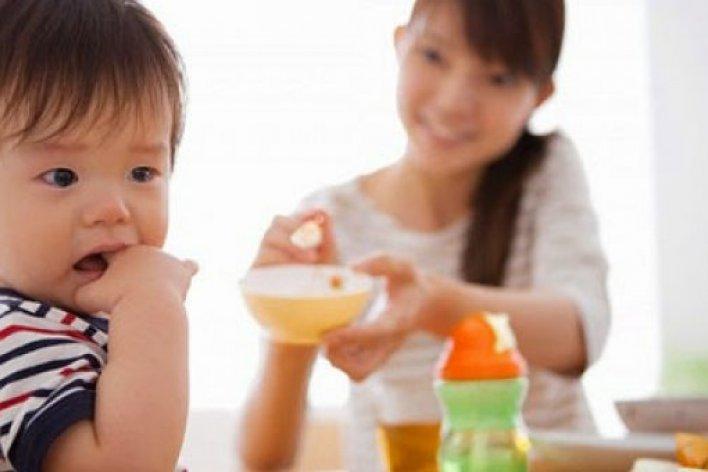 Trẻ Bị Đau Dạ Dày Vì Bố Mẹ Ép Ăn Ép Học