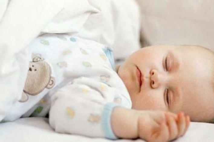 Trẻ Sơ Sinh Đổ Mồ Hôi Trộm Khi Ngủ
