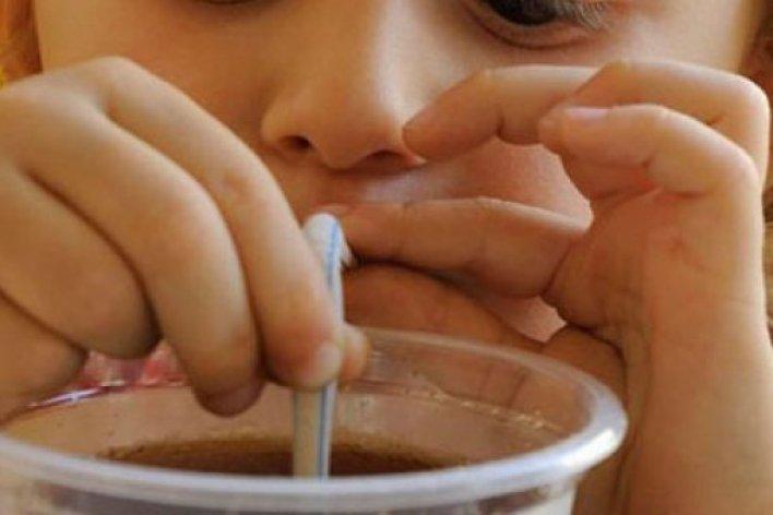 Uống Nước Ngọt Mỗi Ngày Làm Tăng Nguy Cơ Ung Thư Vú Ở Bé Gái