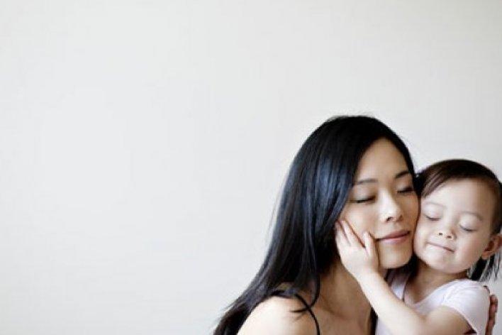 10 Bài Học Về Tình Yêu Mẹ PHẢI Dạy Con Gái