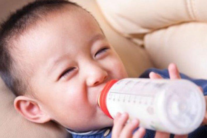 Cho Con Uống Sữa Đúng Cách: 8 Sai Lầm Cần Tránh