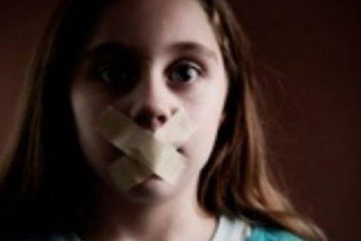 Cảnh Báo: Đừng Đăng Bất Cứ Thông Tin Gì Của Con Lên Facebook