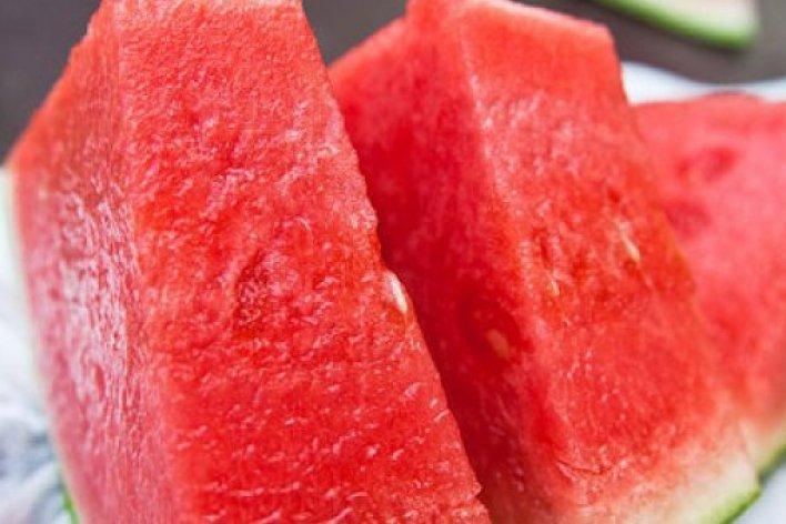 Những Loại Quả Mẹ Nên Và Không Nên Cho Bé Ăn Trong Mùa Nóng
