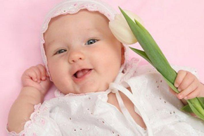 4 Biểu Hiện Bình Thường Ở Bé Gái Sơ Sinh Làm Mẹ Lo Sốt Vó