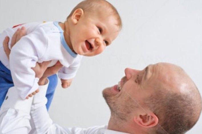 9 Tuyệt Chiêu Giúp Bố Dỗ Con Nín Khóc Ngay Lập Tức