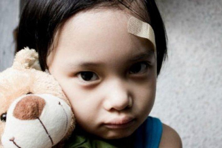 Dấu Hiệu Trẻ Bị Bạo Hành Bố Mẹ Cần Lưu Ý