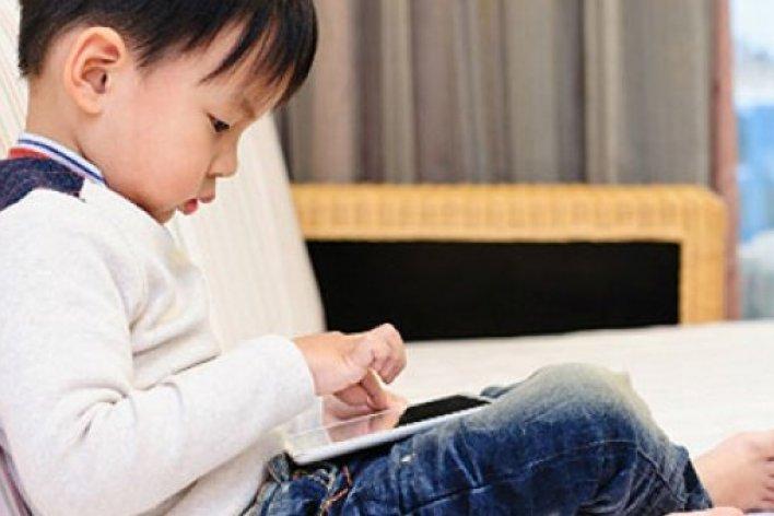 Người Lớn Mới Cần Phải Cai Nghiện Smartphone Không Phải Trẻ Con