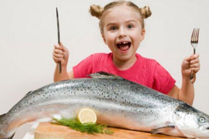 Nên Cho Bé Ăn Cá Đồng hay Cá Biển Thì Tốt