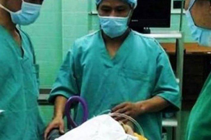 Cảnh Báo: Bệnh Nhi 8 Tháng Nguy Kịch Vì Nuốt Mảnh Kẻm Vỉ Thuốc