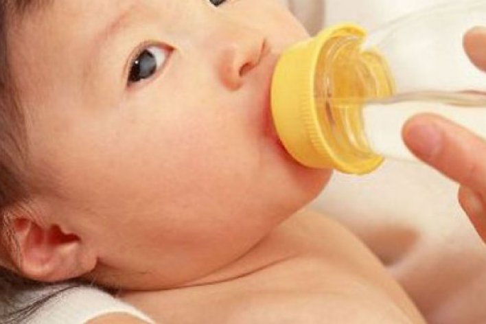 Trẻ Sơ Sinh Có Thể Nguy Hiểm Tính mạng Vì Mẹ Cho Uống Nước