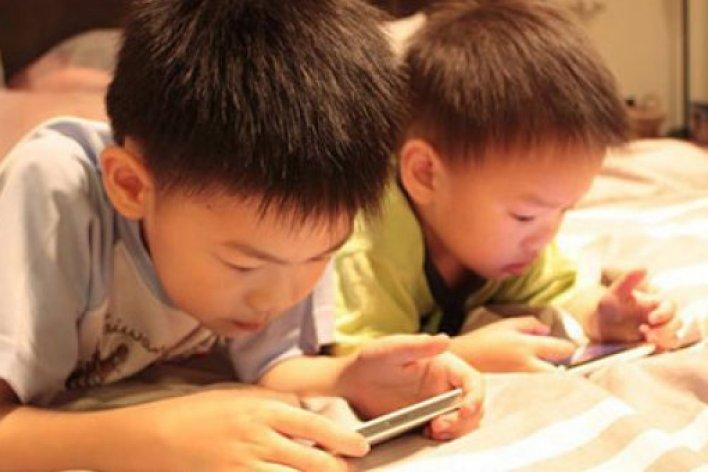 Tác Hại  Đáng Sợ Của Smartphone Bố Mẹ Chưa Biết