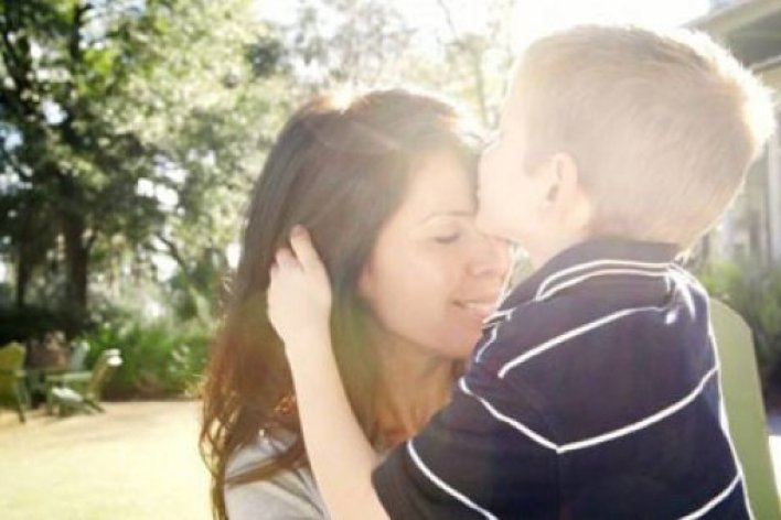 Chị Giúp VIệc Đóng Giả Mẹ Rồi Ngủ Cạnh Bố Và Con Đấy Mẹ