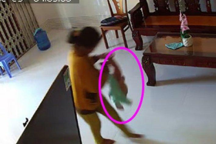 Con Ngủ Khóc Thét Bố Gắn Camera Và Phát Hiện Sự Thật Đau Lòng