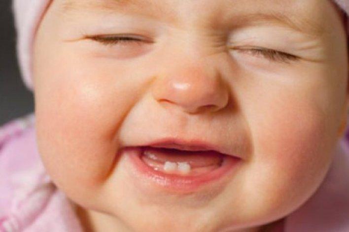 Mẹ Làm Những Cách Sau Con Sẽ Không Sốt Không Đau Khi Mọc Răng