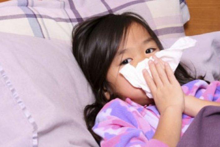 Trẻ Bị Viêm Amidan Có Nên Cắt Hay Điều Trị Đông Y