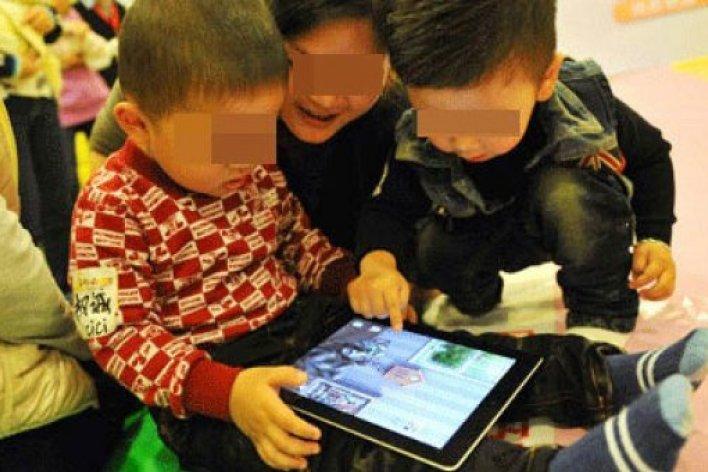 Trẻ Nghiện Smart Phone Có Nguy Cơ Ung Thư Não Gấp 5 Lần Các Bé Khác