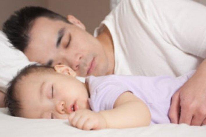 Bố Mẹ Có Biết Vì Sao trẻ Nhỏ Phải Ngủ Trước 9 Giờ Tối