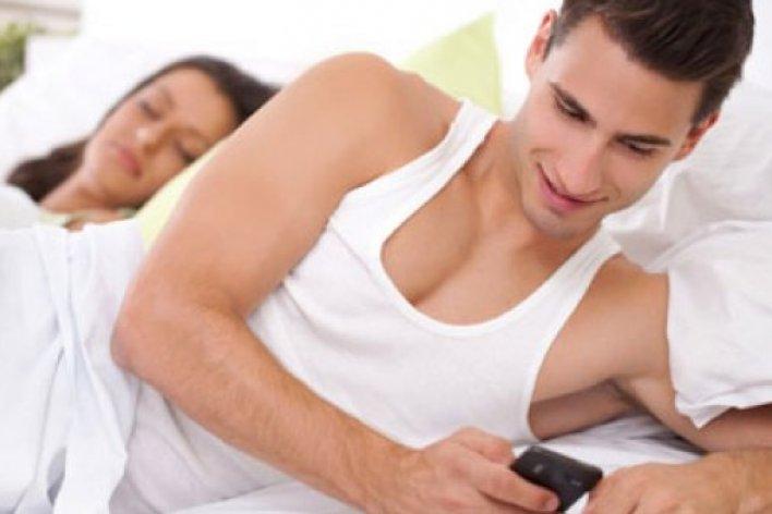 Độc Chiêu Trị Gái Cơ Quan Vì Tội Dám  Nhắn Tin Với Chồng
