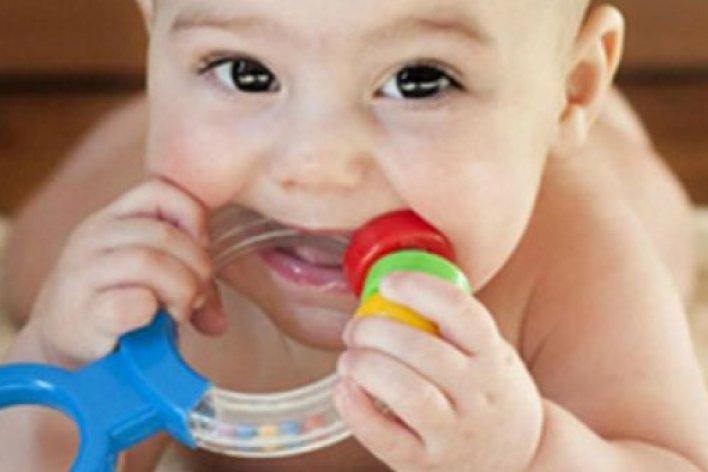 Mẹo Giúp Bé Giảm Đau Nướu Khi Mọc Răng
