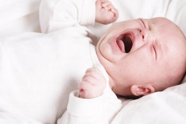 Cù lét cho con cười, dừng ngay nhé mẹ nếu không muốn con ngưng thở giữa chừng