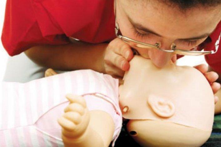 Mách Mẹ Cách Xử Lý Nhanh Khi Con Sặc Sữa Để Không Nguy Hiểm Tính Mạng