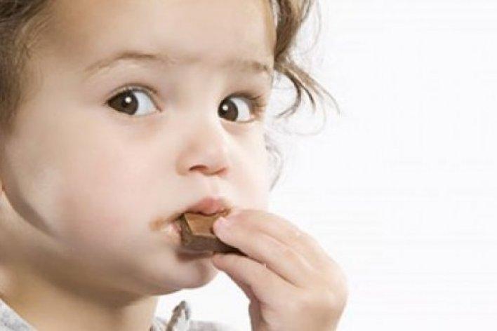 5 Thực Phẩm Mẹ Nhớ Đừng Cho Con Ăn Trước Khi Đi Ngủ