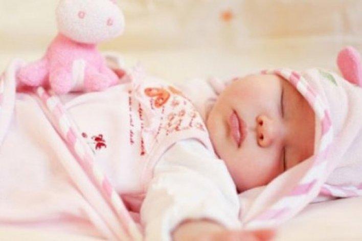 Trẻ Nhỏ Ngủ Máy Lạnh Bao Nhiêu Độ Là Tốt Nhất Để Không Bị Bệnh?