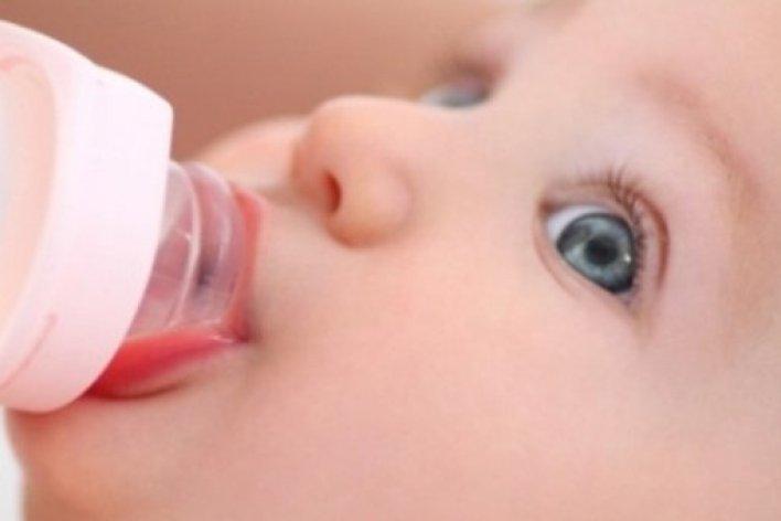 Vì Sao Cho Trẻ Sơ Sinh Uống Nhiều Nước Là Hại Con?