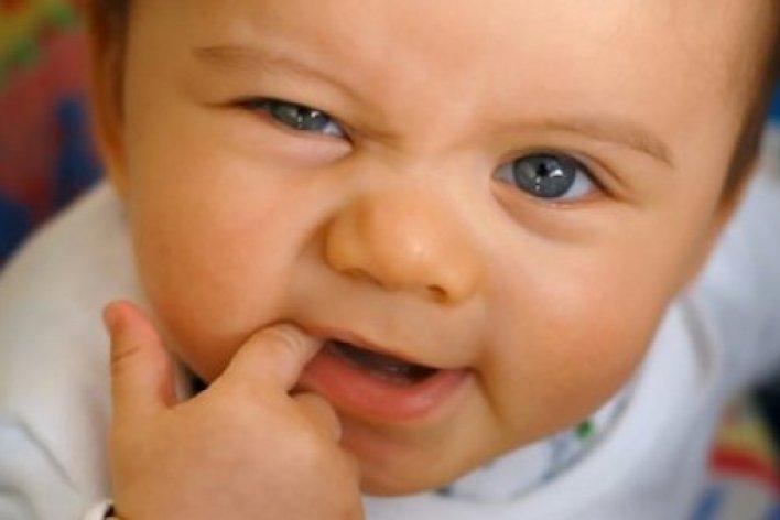 Con Nghiến Răng Keng Két Khi Ngủ - Nỗi Lo Của Các Bà Mẹ ?
