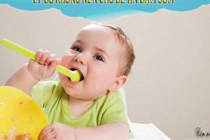 Tác Hại Của Việc Cho Bé Ăn Dặm Sớm Nhiều Mẹ Chưa Biết