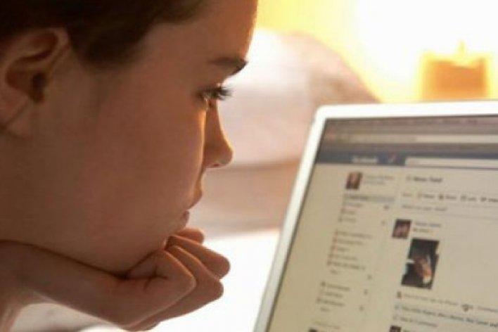 Cảnh Báo: Bé 10 Tuổi Bị Kẻ Ấu Dâu Dụ Dỗ Qua Tin Nhắn Trên Mạng