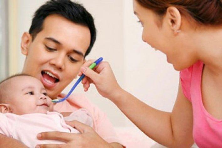 Đừng ép trẻ ăn bằng roi bằng la mắng khi đó là bé đang ăn cùng hormon stress