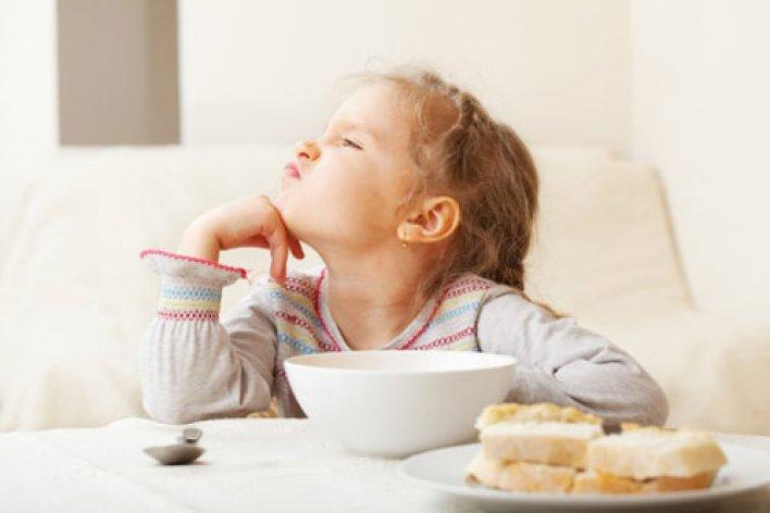 Cho Con Ăn Thức Ăn Cũ Hâm Lại - Tác Hại Không Ngờ
