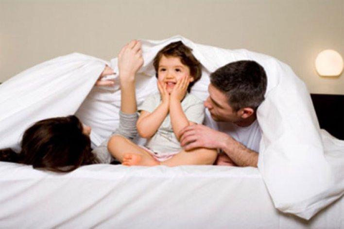 Con Ngủ Cùng Bố Mẹ Lợi Hay Hại?
