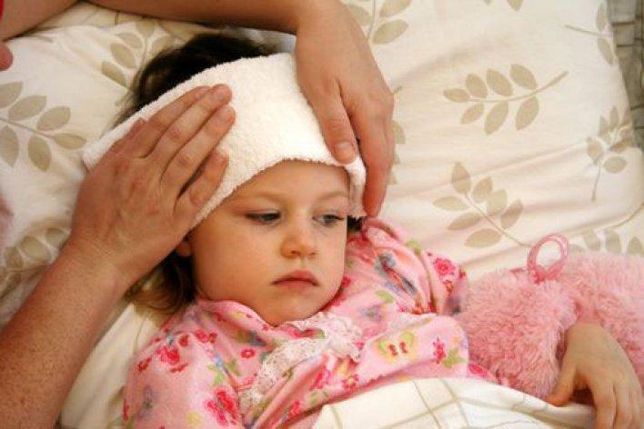 Mẹ Xử Lý Sai Cách Khi Con Sốt Trẻ Dễ Có Nguy Cơ Tử Vong