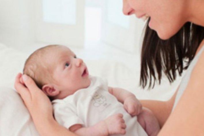 Được Bố Mẹ trò Chuyện Mỗi Ngày Giúp Bé Thông Minh Hơn