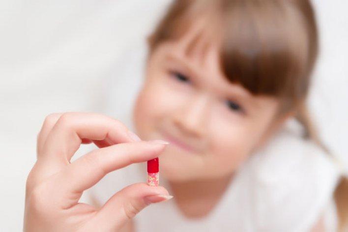 Trẻ Uống Thuốc Kháng Sinh Thường Xuyên Có Chậm Tăng Cân?