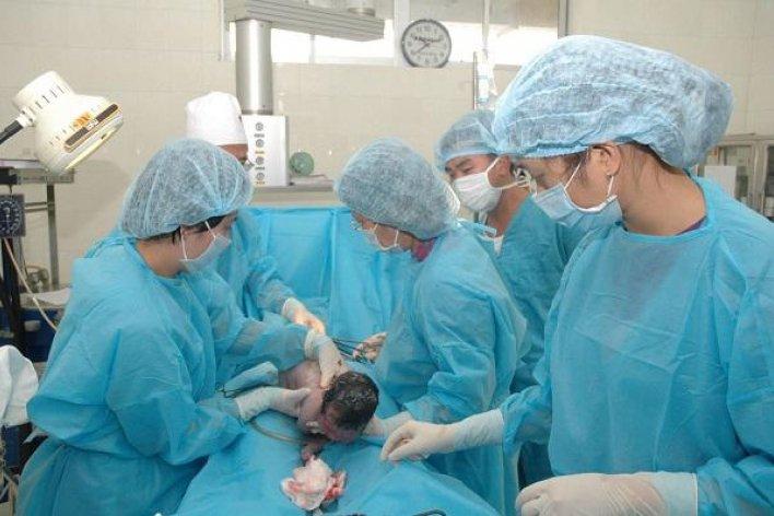 Người Phụ Nữ 60 Tuổi Sinh Con Đầu Lòng Nặng 2,6kg