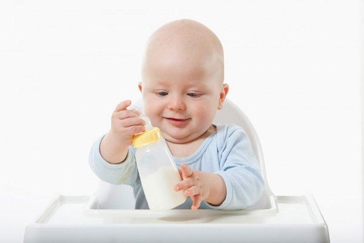 8 Sai Lầm Mẹ Cần Tránh Khi Cho Con Uống Sữa