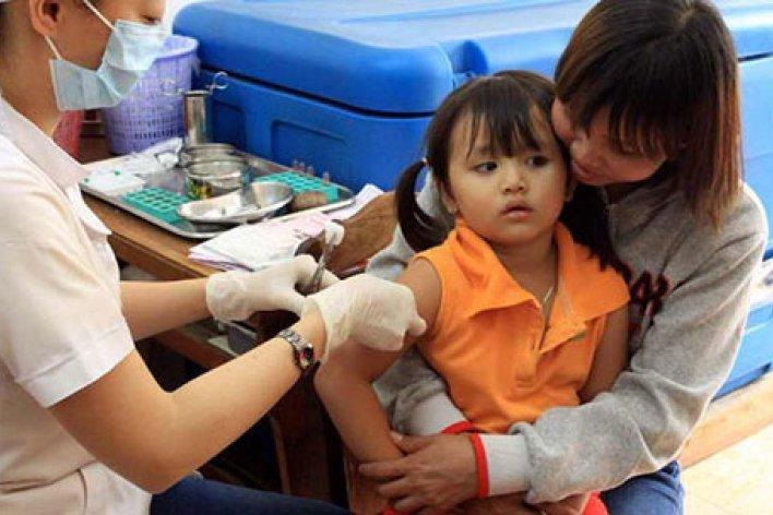 5 Sai Lầm Nhiều Mẹ Mắc Phải Khi Đi Tiêm Ngừa Cho Con