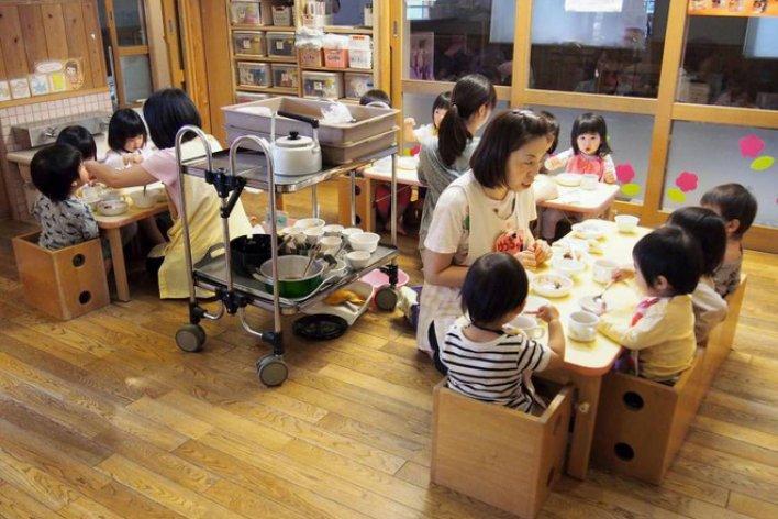 Cho Con Đi Nhà Trẻ Sớm Là Quẳng Đứa Con Bé Bỏng Vào Nơi Xa Lạ Để Đi Kiếm Tiền?