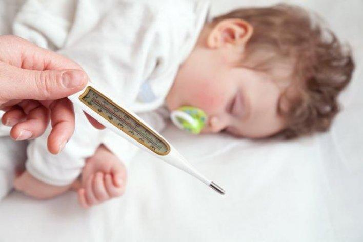Dấu Hiệu Trẻ Sốt Virus Nguy Hiểm Mẹ Chớ Lơ Là