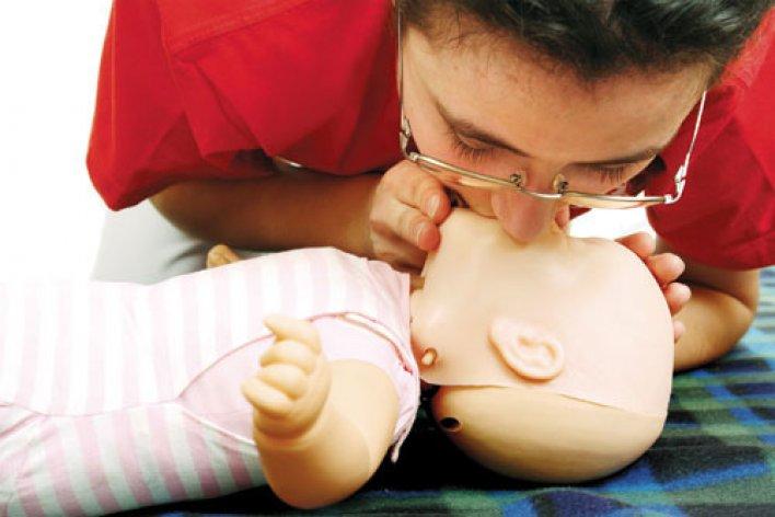 Cách Sơ Cứu Bé Bị Sặc Sữa Mẹ Nào Mới Sinh Con Cũng Cần Phải Biết